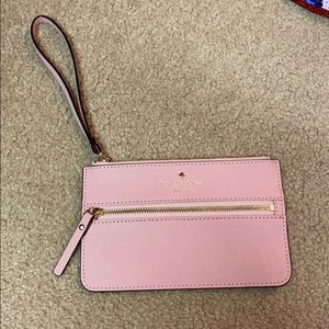 Kate Spade wristlet in excellent condition 😊